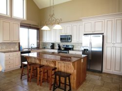 Lincoln City Beach House - Main Level - Full Kitchen